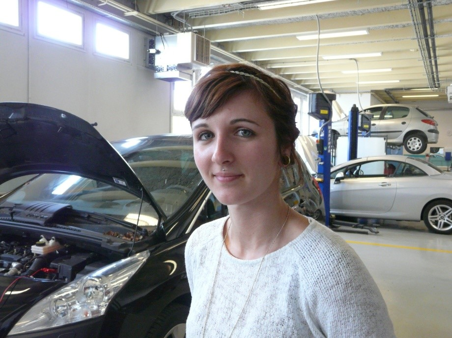 Aurore, technicienne automobile